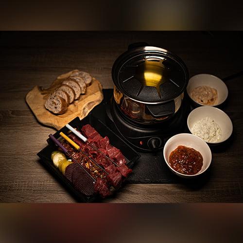 Fondue mit Straußenfleisch Menü